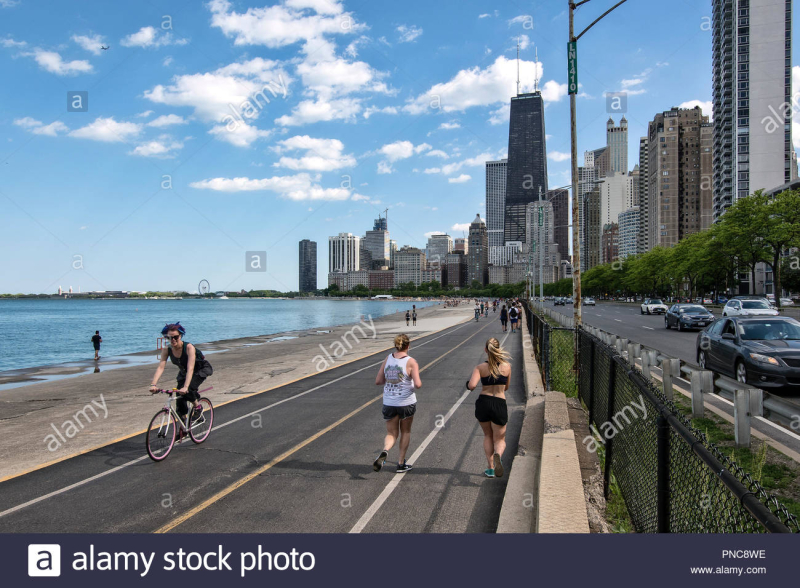 Lakefront-trail-on-lake-shore-drive-lake-michiganwith-a-view-of-the-chicago-il-skyline-PNC8WE